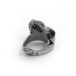 left angle of the Venom Ring silver from the han cholo fantasy collection