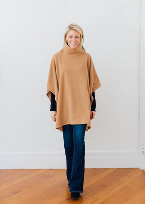 Parsonage Poncho in Vello Fleece (Camel)