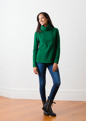 Load image into Gallery viewer, Greenpoint Turtleneck in Vello Fleece (Emerald Green)