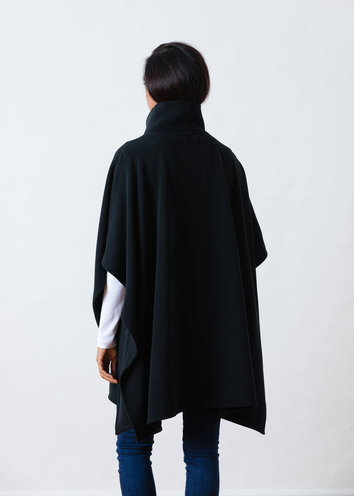 Parsonage Poncho in Vello Fleece (Black)