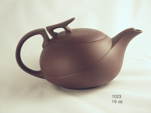 Tryeh Balance Yixing Clay tea pot, red clay with smooth, graceful lines