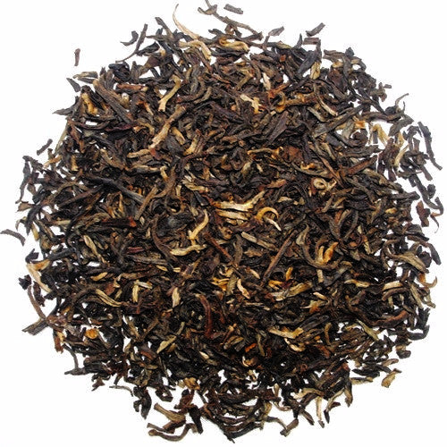 Gold and reddish Yunnan tea leaves