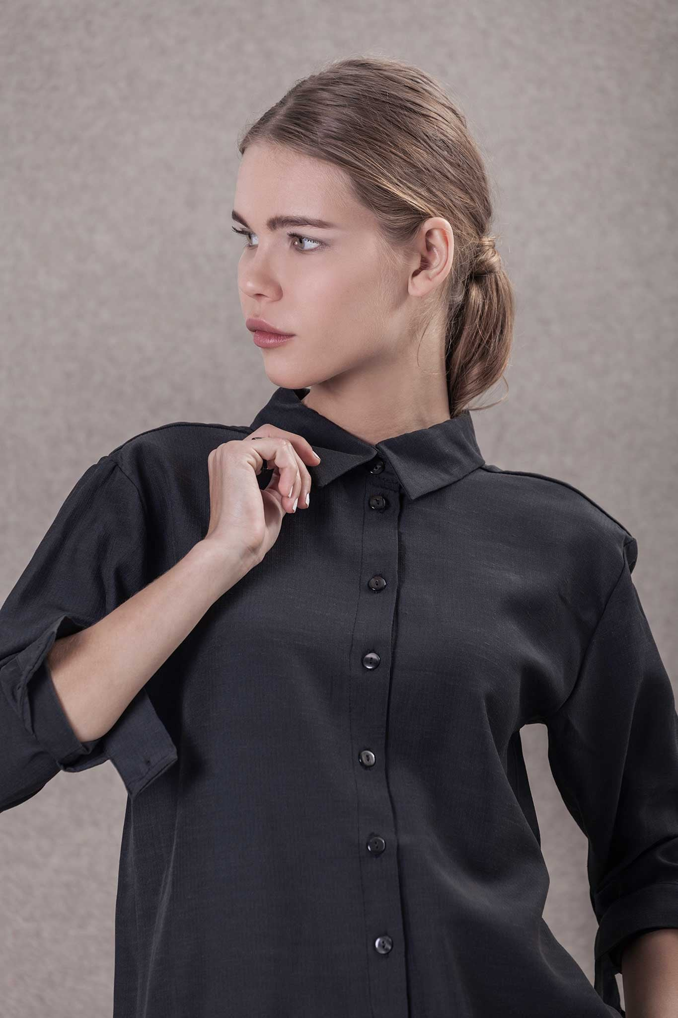 WOMAN BUTTONED UP SHIRT
