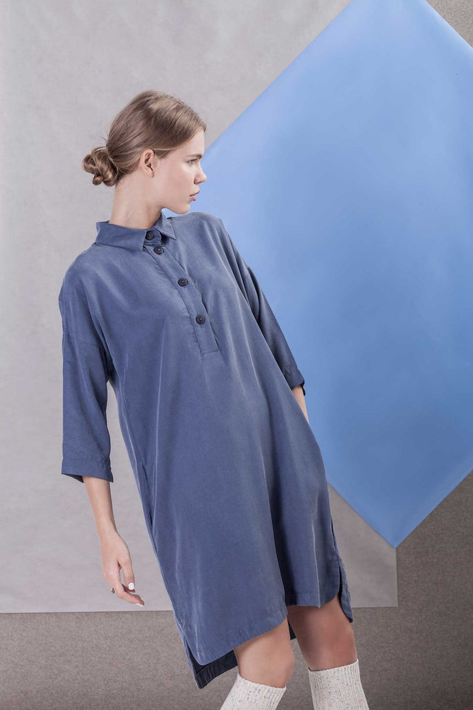 BLUE DRESS WITH KIMONO SLEEVES AND COLLAR