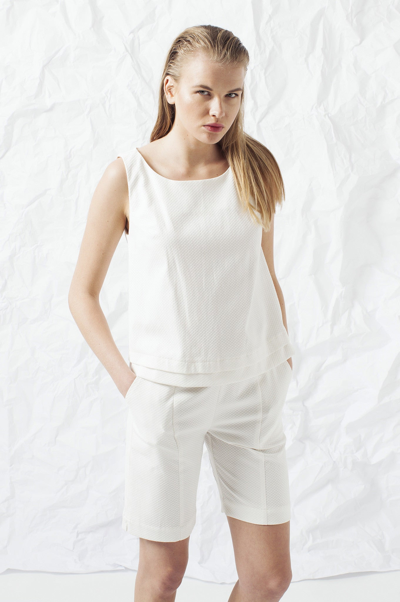 ELEGANT WHITET WOMAN PANTS