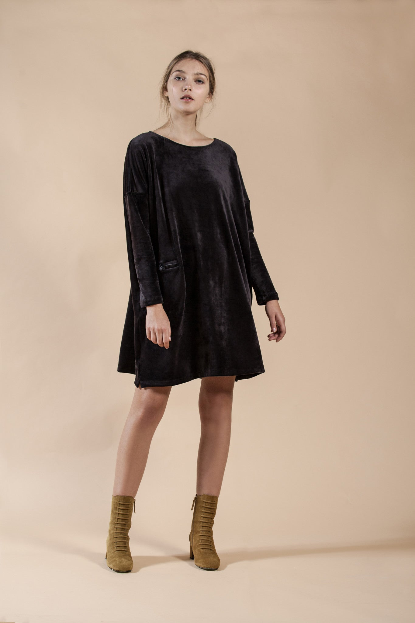 OVERSIZE SQUARE CUT VELVET DRESS - MUD