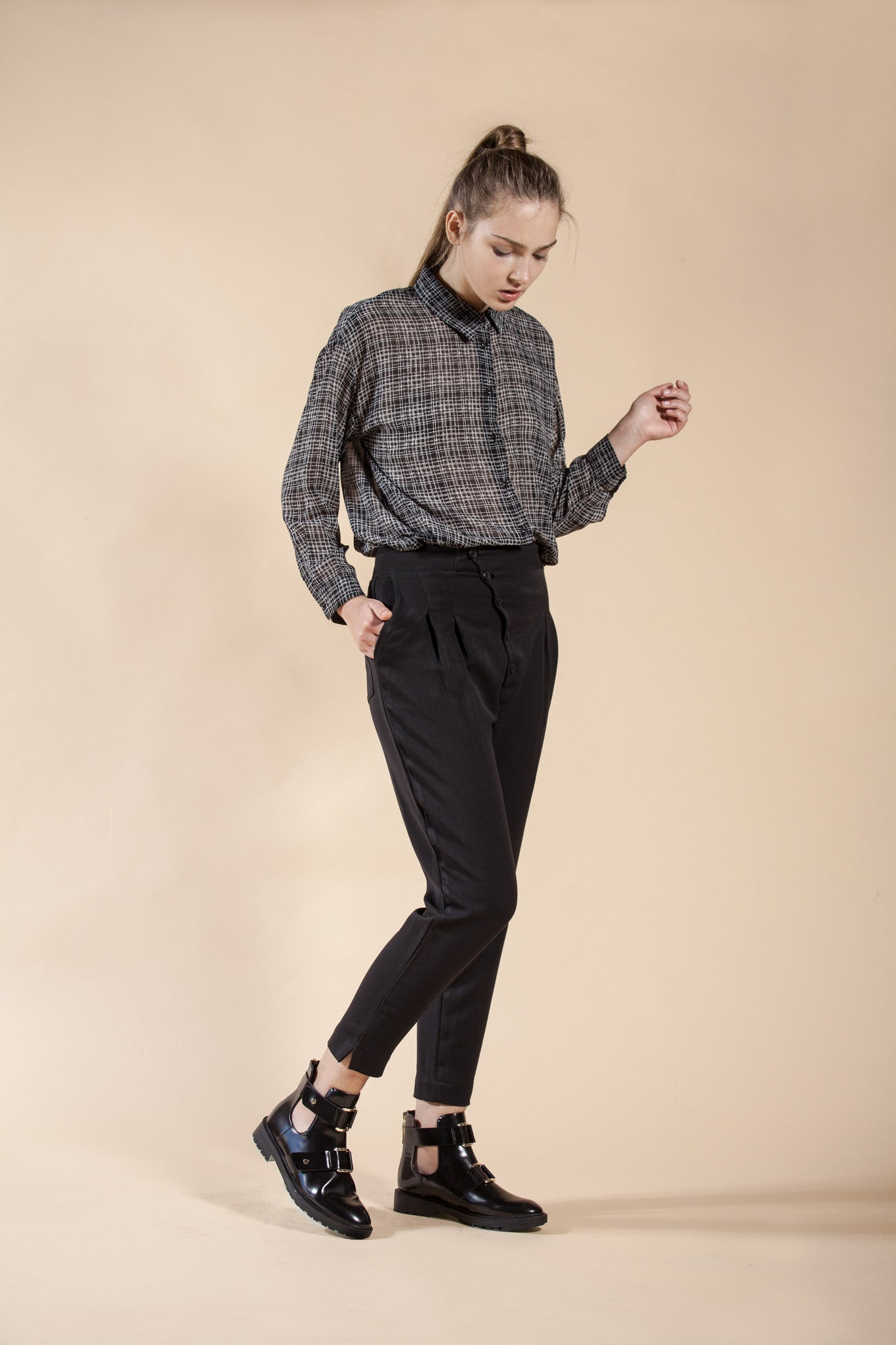 BLACK PLEATED PANTS - SAND