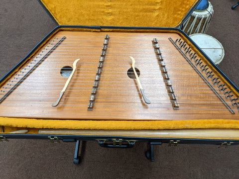 1985 - Dusty Strings - D10 - Hammered Dulcimer w/ Case + Stand