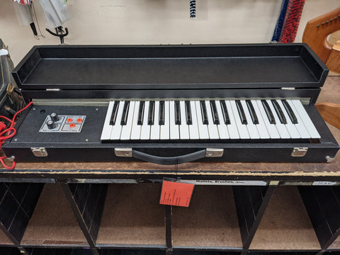 35 Key Synthesizer - Inside Hardcase