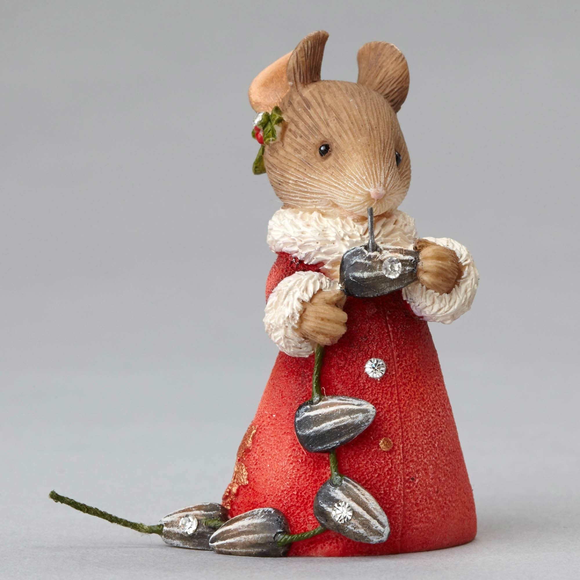 Mouse with Seeds Garland Figurine
