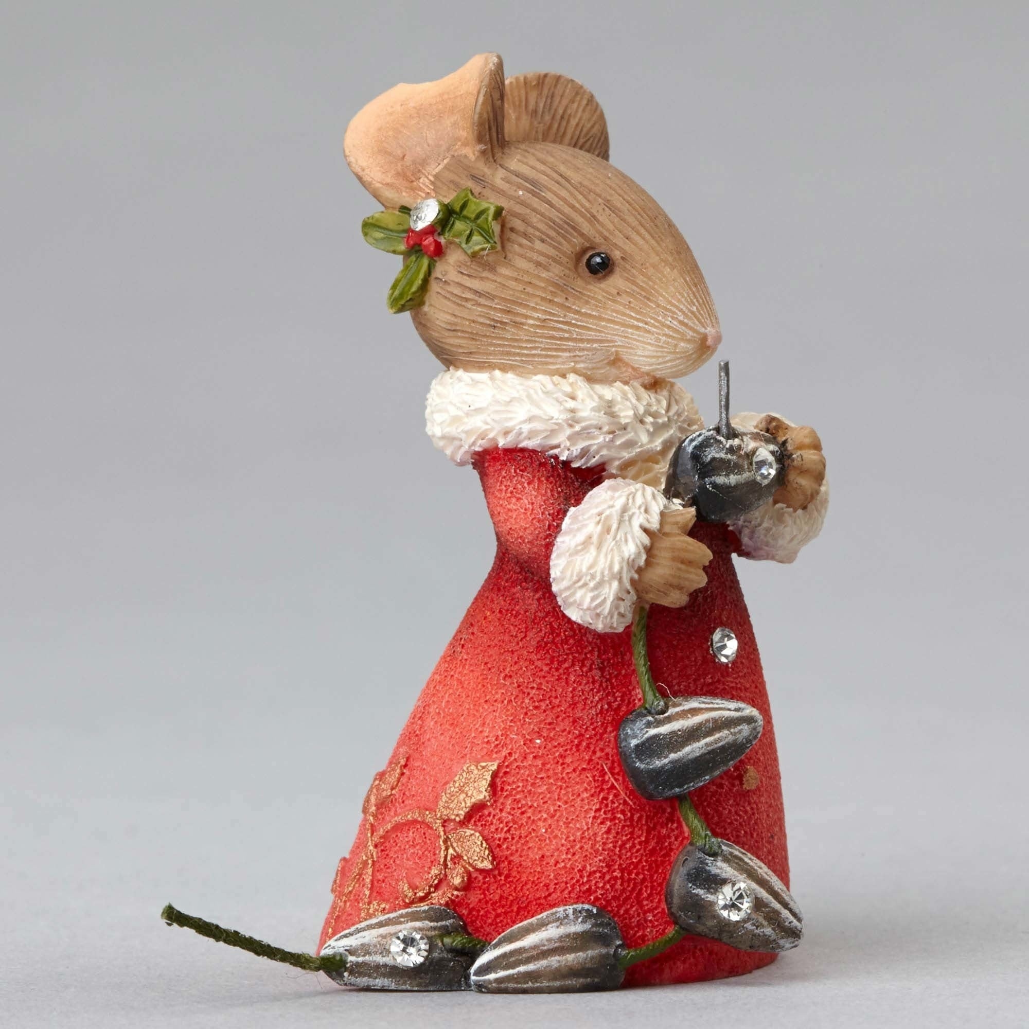 Mouse Making Garland with Seeds by Heart of Christmas