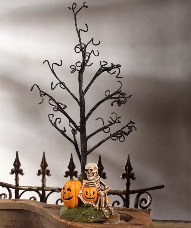 Haunted Halloween Tree with Skeleton