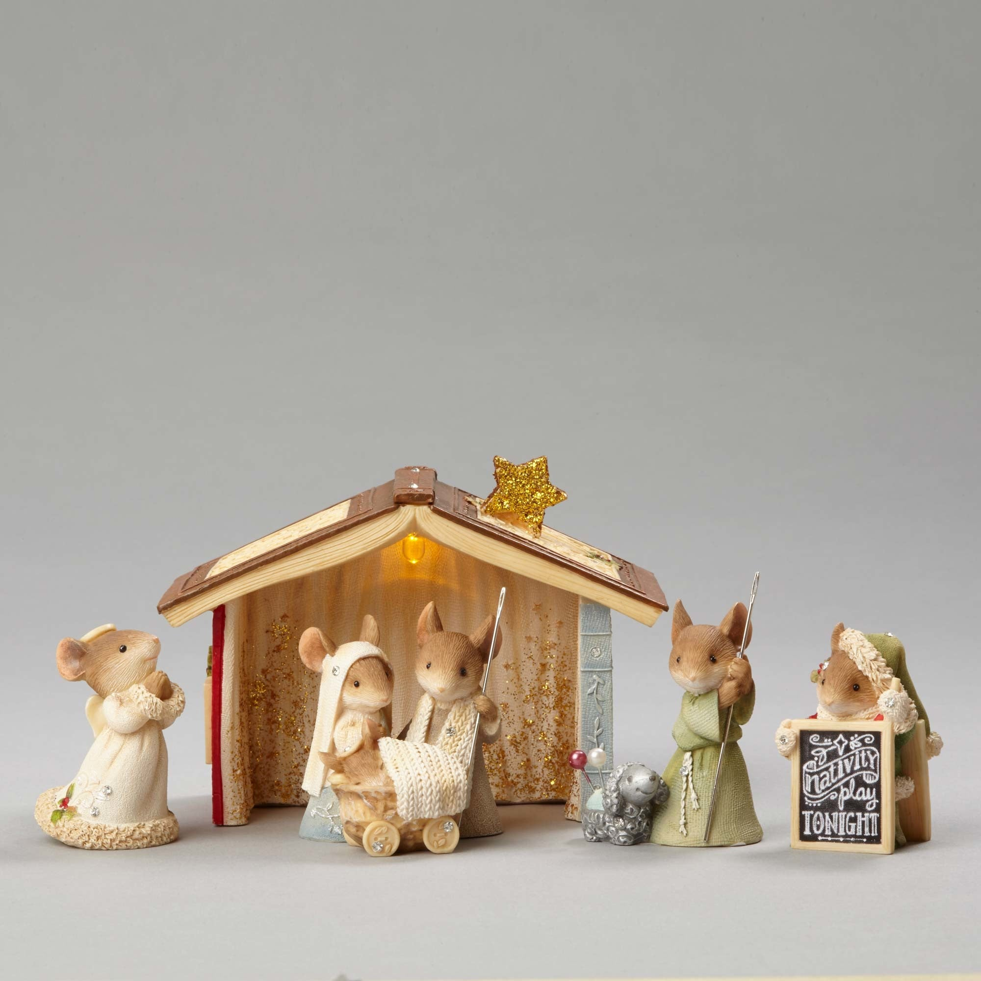 Heart Of Christmas Mouse Nativity Set Theholidaybarn Com