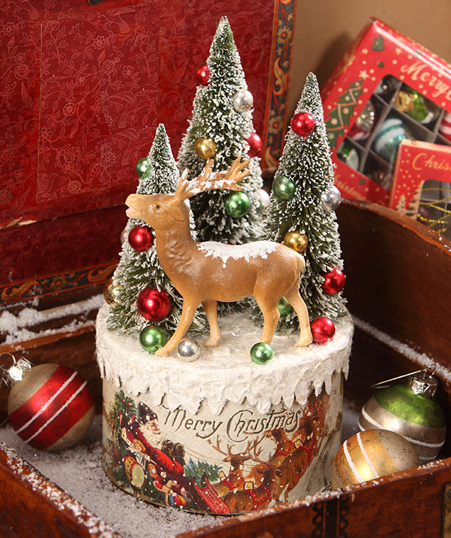 Traditional Reindeer Vignette on Box