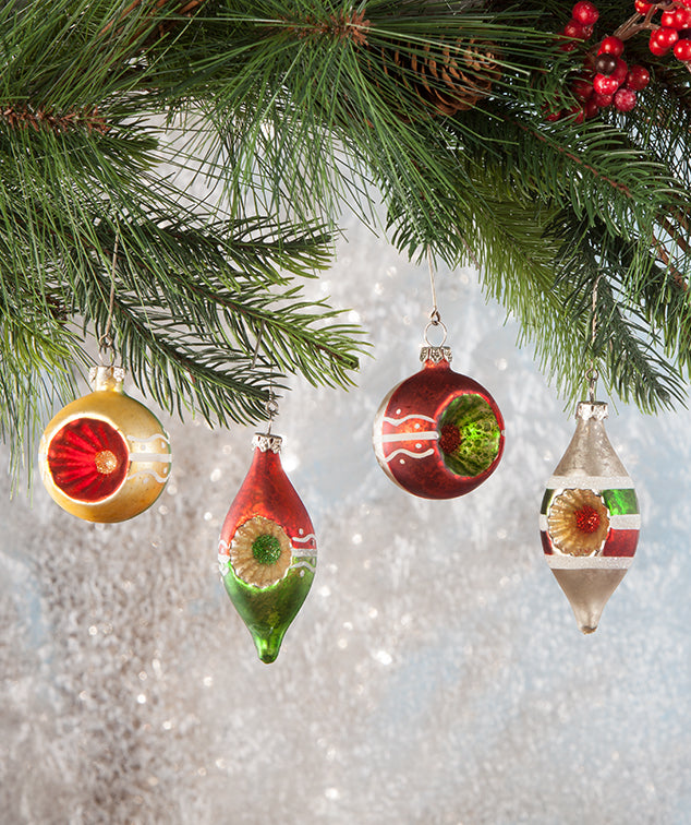 Vintage Style Christmas Ornaments.Traditional Vintage Style Christmas Indent Ornaments
