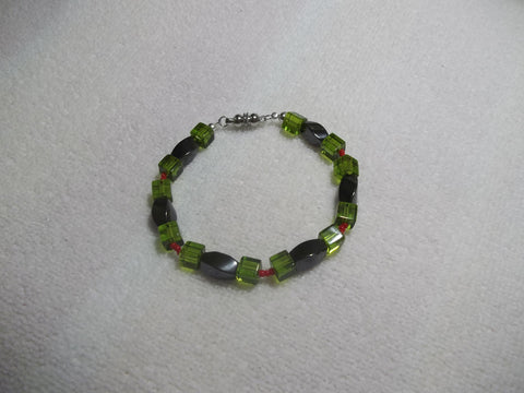 Black Magnetic Green Square Red Glass Beads Bracelet (B479)