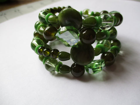 Memory Wire Green Glass Beads Bracelet (B530)