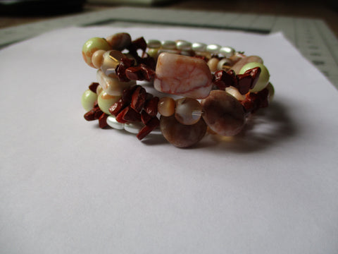 Memory Wire Beige Glass Chip Beads Bracelet (B532)