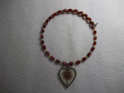 Memory Wire Red Glass Beads Green Glass Seed Beads Dried Flower Heart Pendant Choker Necklace (N1081)