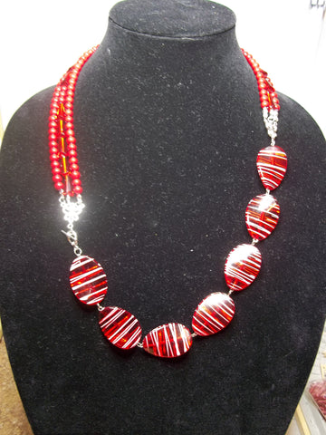 Red Acrylic Glass Beads Toggle Front Clasp Necklace (N1101)