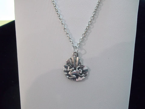 Silver Frog on lilly pad Necklace (N399)