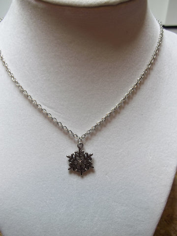 Silver Snowflake Necklace (N665)
