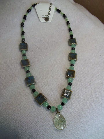 Bronze Green Square Glass Beads with Dried Flower Pendant Necklace (N694)