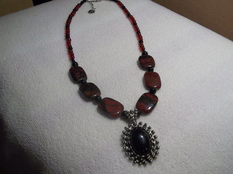 Black Red Glass Bead w/Silver Black Pendant Necklace (N713)