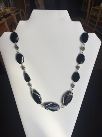 Black Silver Wire Wrapped Glass Beads Necklace (N790)