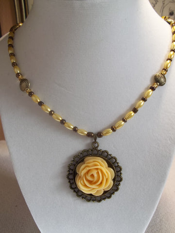 Bronze Yellow Rose Pendant Yellow Bronze Beads Necklace (N820)