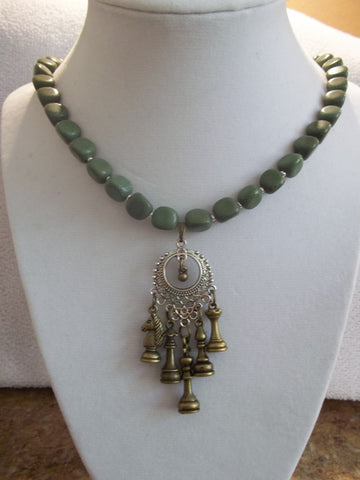 Bronze Silver Green Glass Beads Chess Pieces Necklace (N881)