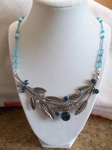 Silver Leaf Pendant Blue Clear Glass Beads Necklace (N936)