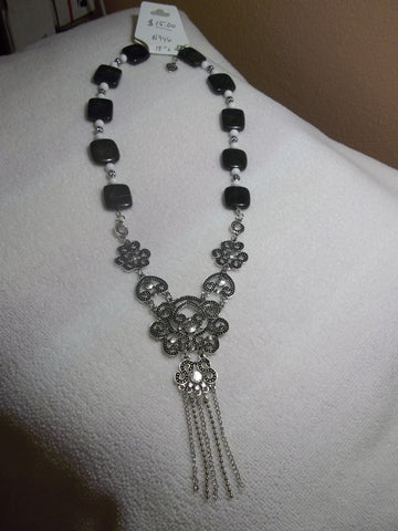 Flat Black White Glass Beads Silver Design Pendant Hanging Chain Necklace (N946)