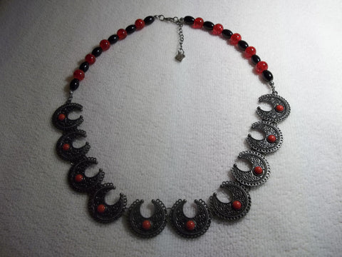 Black Red Glass Beads Black Metal Scalloped Necklace (N996)