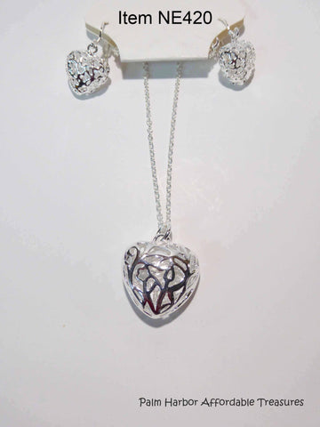 Silver Fashion Jewelry Hearts Necklace Earring Set (NE420)