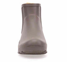 Ankle rain boots for women in caramel with elastic gore and faux fur lining.