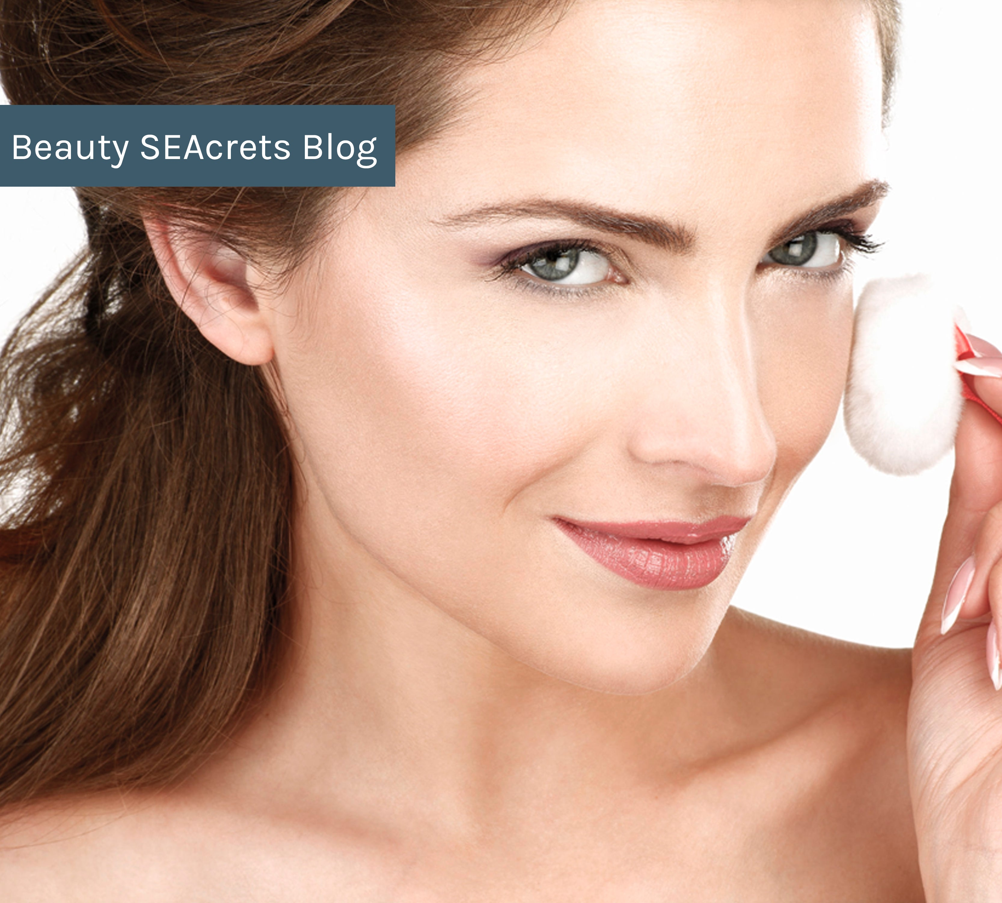 Try putting makeup on rough, flaky skin and you'll soon discover a big problem – worse coverage than your cell phone plan! Why is that so?