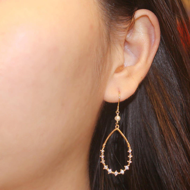 Single Pearl Sparkle Earring-Adorn Earring-La Meno