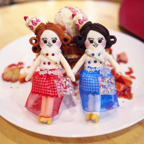 ES - Strawberry Cake Hat Doll Charm