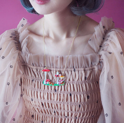 N2 - AMAL307 ALICE, WHITE RABBIT AND MUSHROOMS COLLAR NECKLACE
