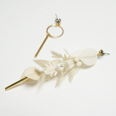 HFC - 953 Asymmetrical Swinging Leaves Earrings