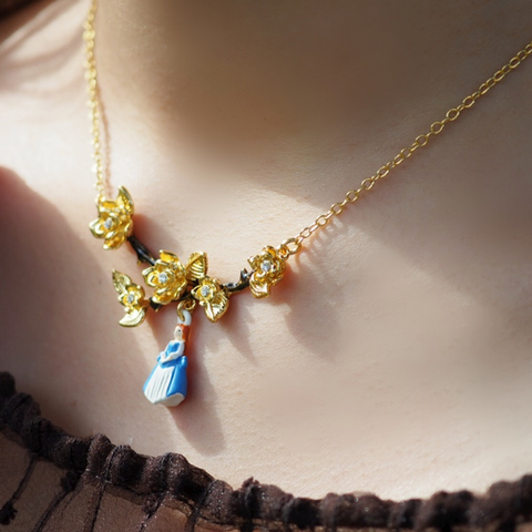 N2 - AIBE318 BRANCH OF GOLDEN ROSES AND THE BEAUTY CHARM NECKLACE