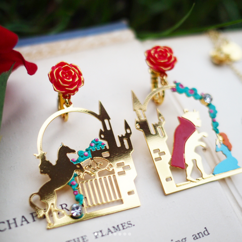 N2 - AIBE124 FIRST MEETING BETWEEN THE BEAUTY AND THE BEAST IN FRONT OF HIS CASTLE ASYMMETRICAL EARRINGS