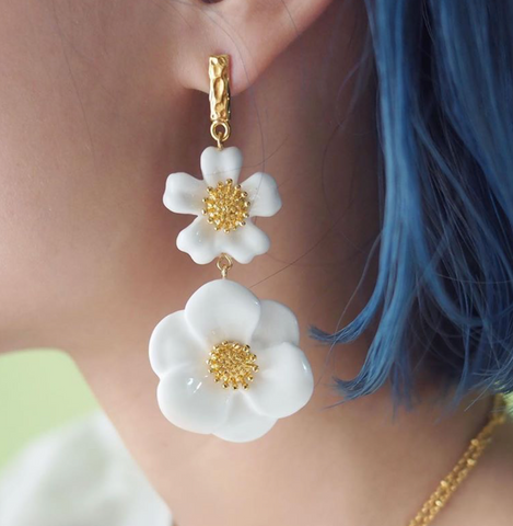 "NB-J380 BIG WHITE FLOWER EARRINGS - ""NATURE MORTE"""