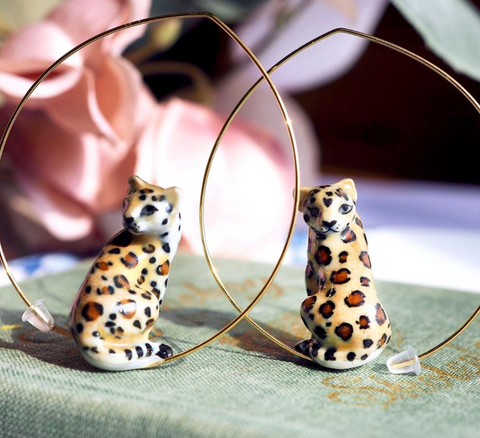 NB - J399 Sitting Leopard hoop earrings