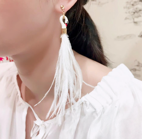 NB - J038 Earrings White Swan