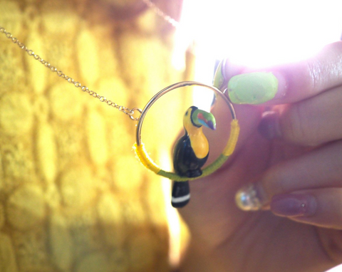 NB - U183 Toucan mini round necklace