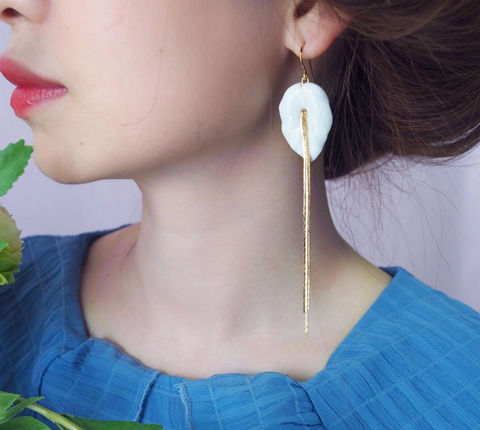 NB - J285 Big White Leave Elephant Earrings