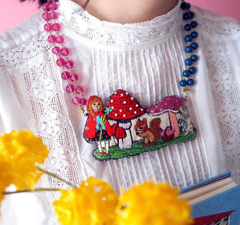 TM - OG2836 Necklace Short Mushroom Little Red Riding Hook