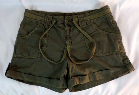 Faded Glory Khaki Cargo Shorts Womens Size 10 Broken In - redrum comics